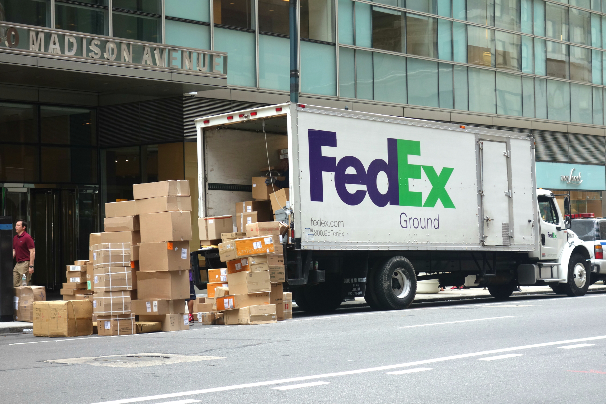 FedEx to sever another Amazon link: ground-delivery contract - The