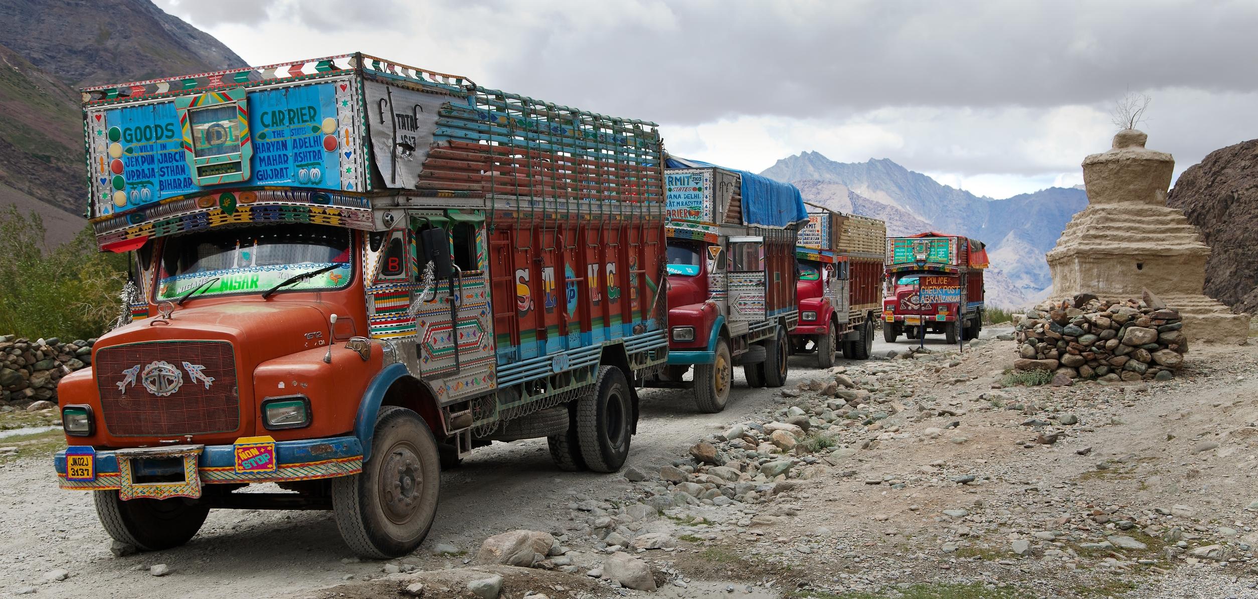 © Daniel Prudek |india truck _45125357