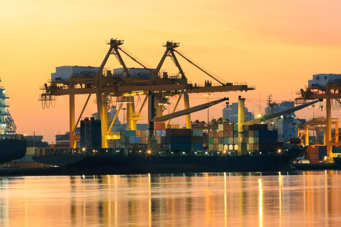 khunaspix-container-ship_54817279