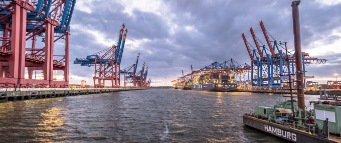 © Thomas Lukassek container port hamburg