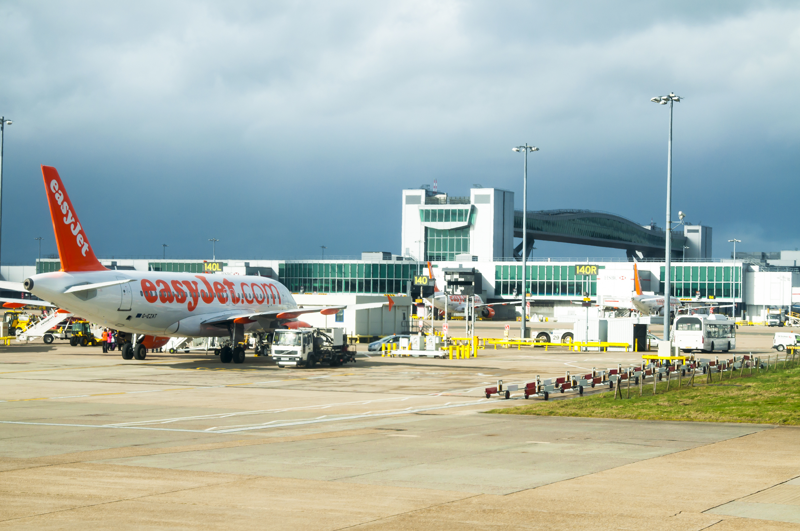 Flights delayed as main runway at gatwick airport closed