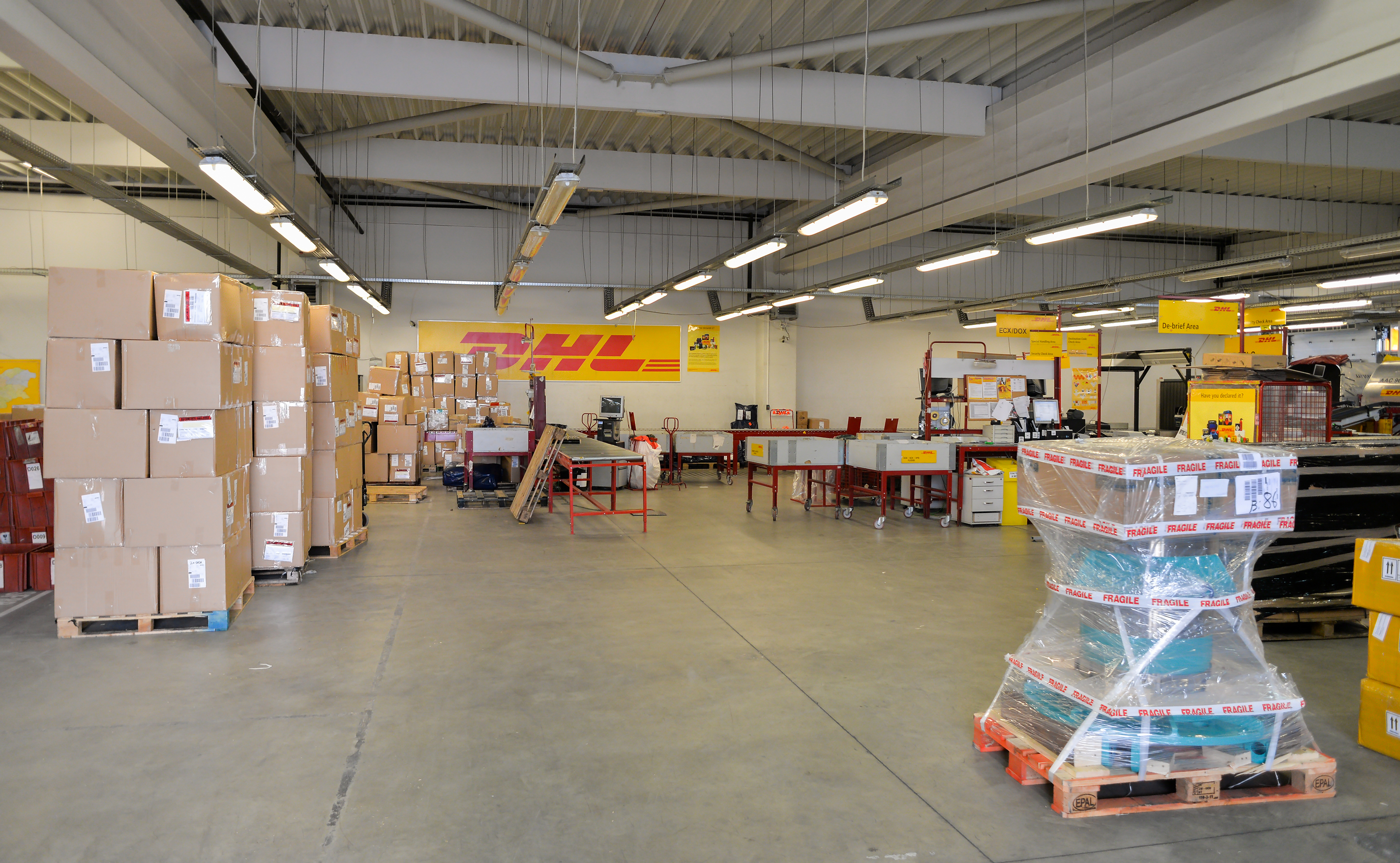 DP-DHL eyes sale of forwarding arm, possibly to Japan Post