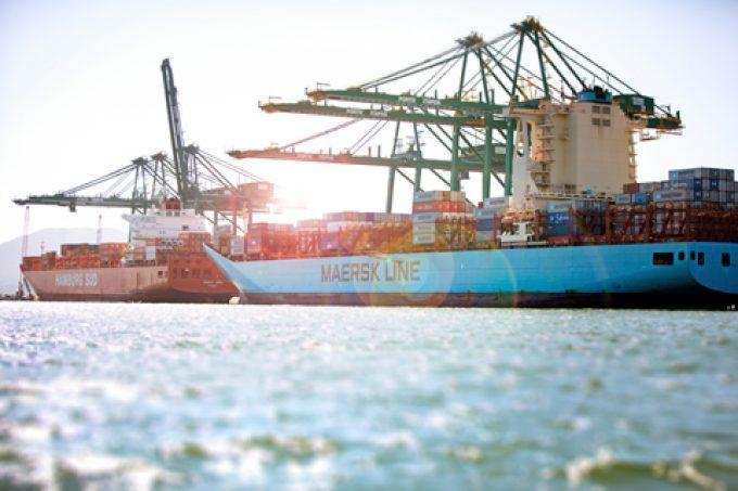 Soft demand pushes Maersk to slash Asia-Europe FAK rates as peak