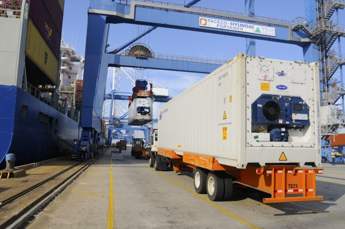 refridgerated-container-loading-in-charleston