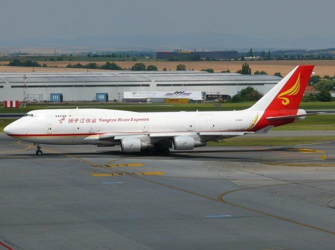 Yangtze_River_Express_Boeing_747-400_Janura