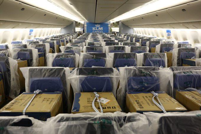 B777 cargo in cabin