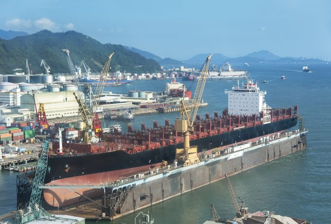 A,Large,Tanker,Ship,Is,Being,Renovated,In,Shipyard