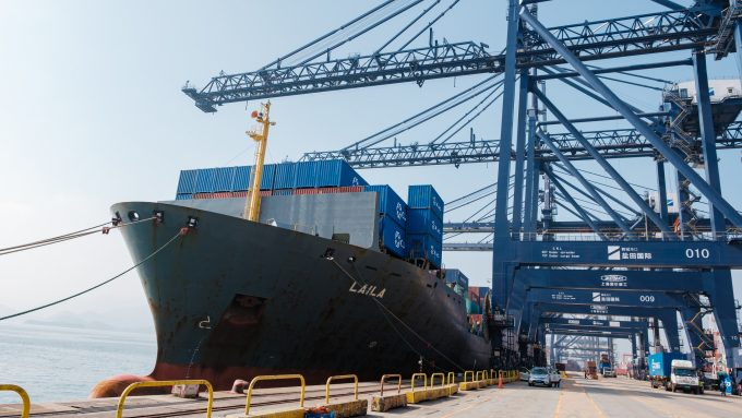 Container ship Laila in the port of Yantian_© CULines