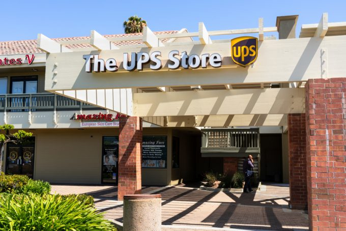 July 31, 2019 Sunnyvale / CA / USA - The UPS store located on El