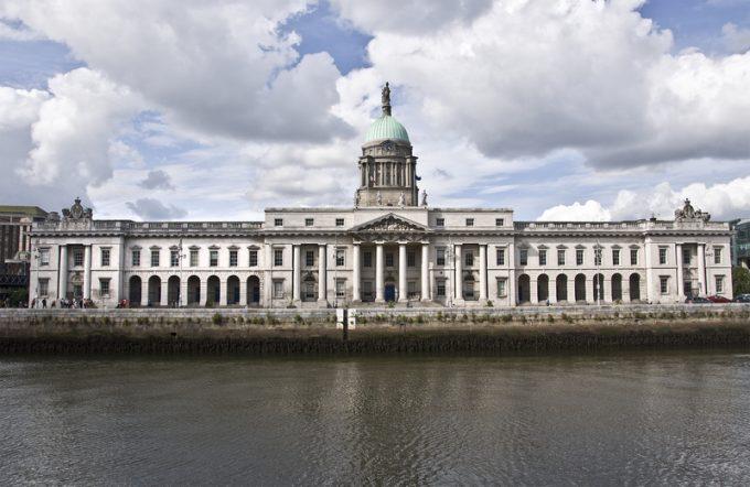 May to back hybrid 'customs partnership' that critics call 'bonkers'