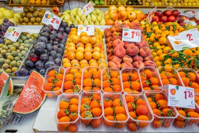 fruit market© Rosshelen |102824011