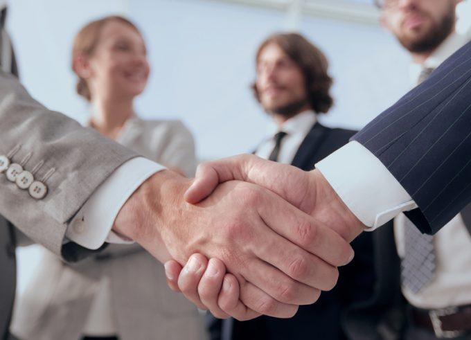 handshake © Edhar Yralaits