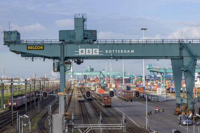 Intermodal Rotterdam Foto 207453061 © Edwin Muller Dreamstime.com