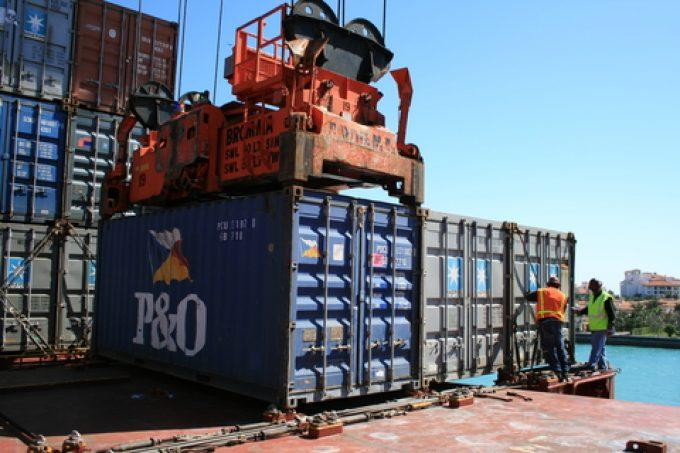 lashing container securing © Dragan Janovic  