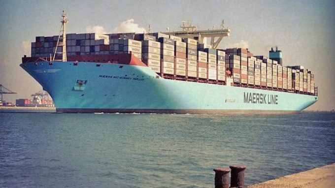 Mærsk_Mc-Kinney_Møller_passing_Port_Said_in_the_Suez_Canal_on_its_maiden_voyage