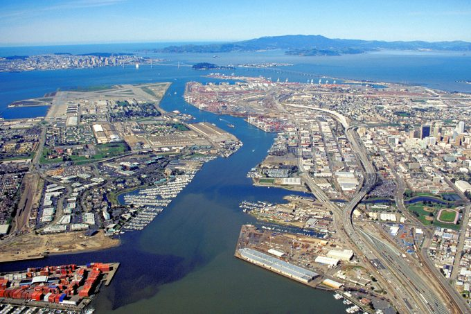 Oakland_California_aerial_view By Robert Campbell - U.S. Army Corps of Engineers