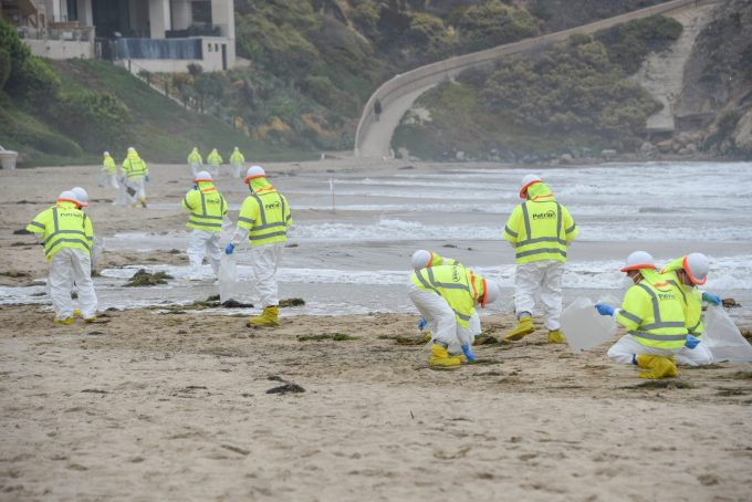 Unified Command conducts oil removal operations off Orange County beaches