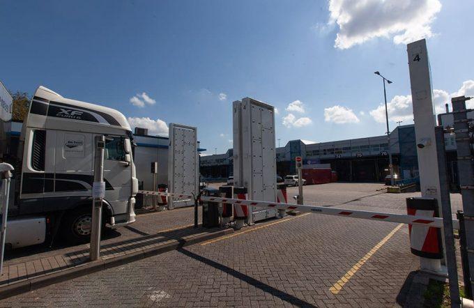 schiphol cargo truck