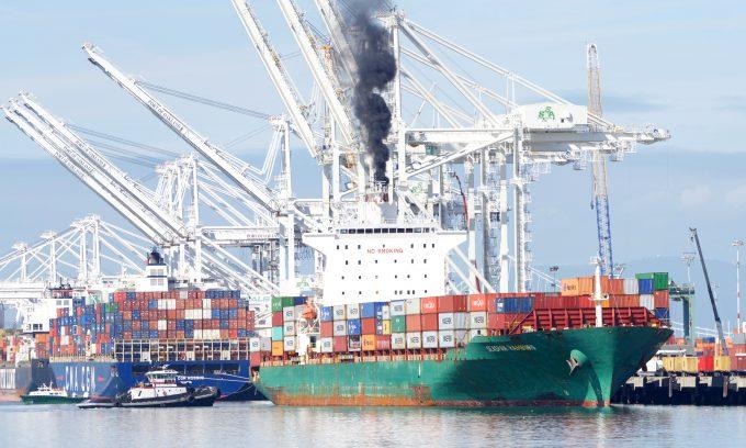 Seaspan Hamburg entering Port of Oakland Credit Dreamstime_m_212514967