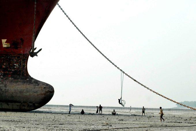 ship scrapping Photo © Bayazid Akter
