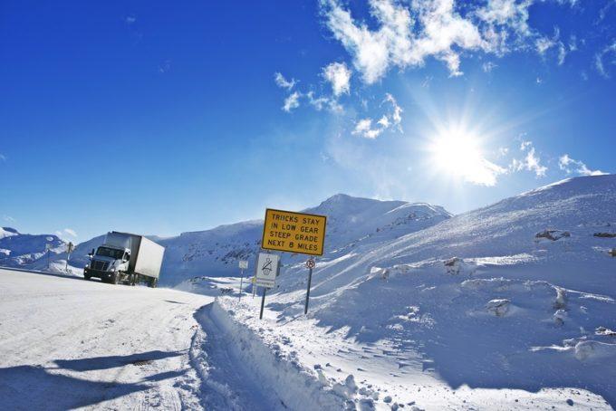 trucking snow © Welcomia