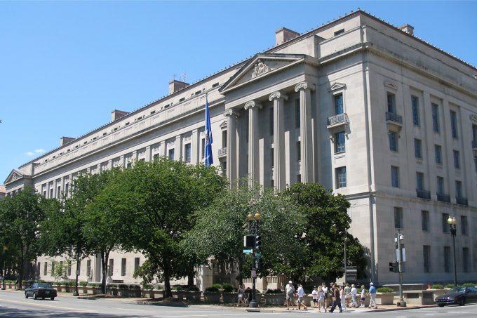 U.S._Department_of_Justice_headquarters,_August_12,_2006 Credit w User Coolcaesar