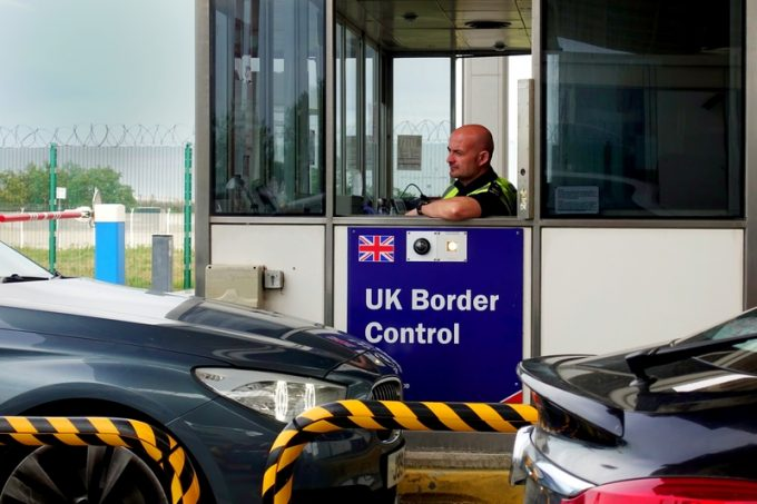 uk border customs  © Gary Perkin